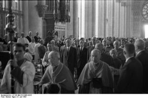 Messe in der Kathedrale von Reims mit de Gaulle und Bundeskanzler Adenauer