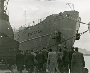 Displaced Persons in December 1948 about to board KNM